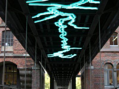 Neoninstallation unter der Kippelst Brücke, Speicherstadt Hamburg